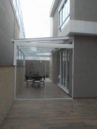 Cobertura em Vidro, com fechamento Lateral