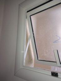 Janela Max ar 1 Folha. Detalhe para a montagem da Folha em 45°